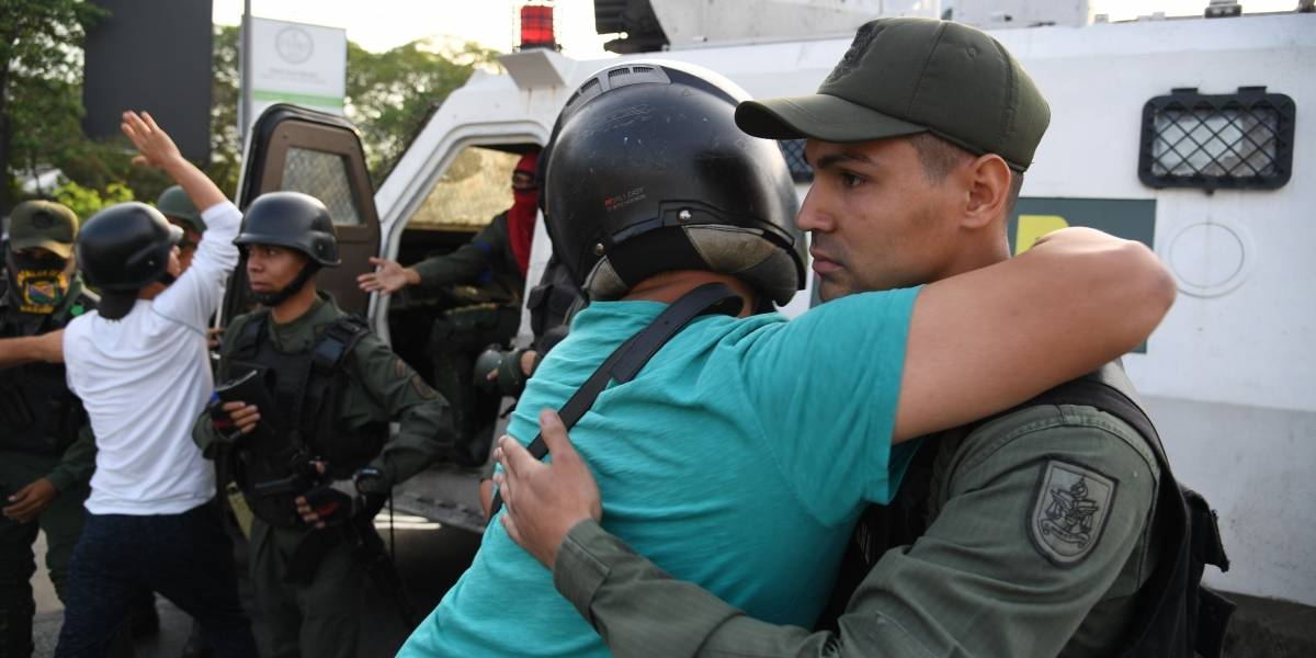 Militares se sublevan contra Maduro y Guaidó llama a toda la Fuerza Armada a sumarse