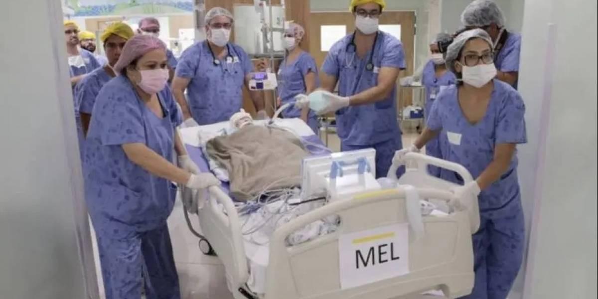 Gêmeas siamesas unidas pelo crânio são separadas em cirurgia de 20 horas