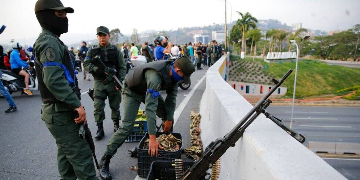 Guaidó anuncia un alzamiento militar desde una base militar de Caracas