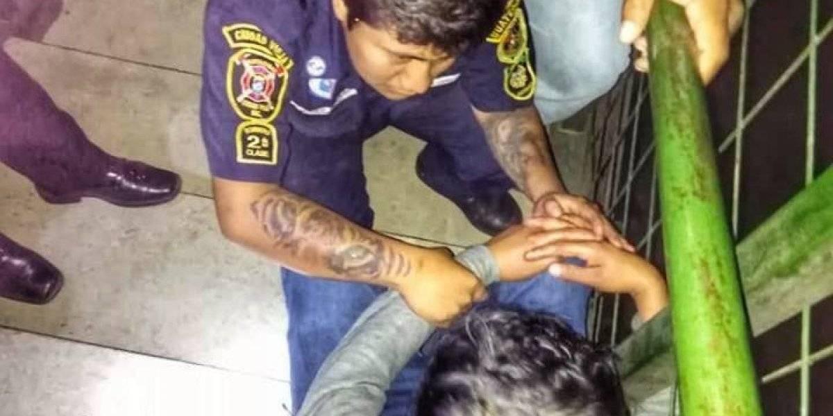 Bomberos evitan tragedia en pasarela de Ciudad Vieja