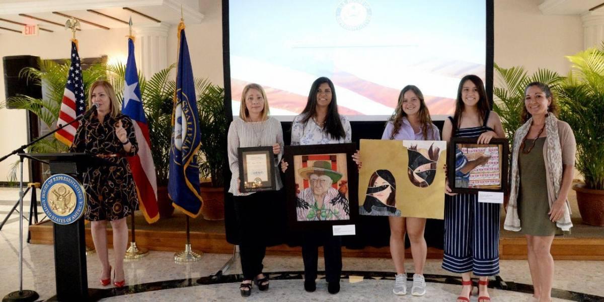 Estudiante de Peñuelas gana competencia de arte del Congreso
