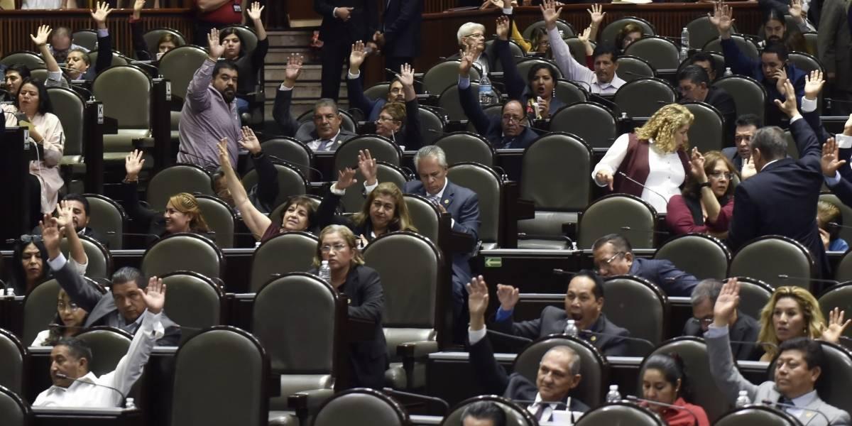 Aprueban Reforma Educativa en comisiones, pasa al pleno