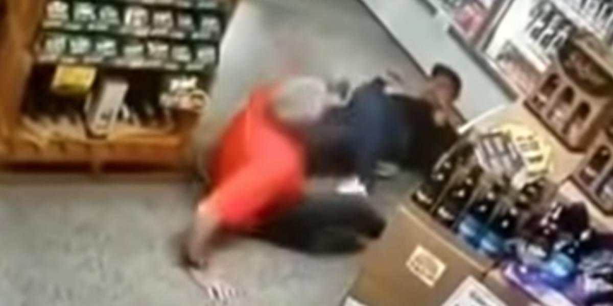 Mujer en intento de defender su negocio mata al ladrón de un disparo