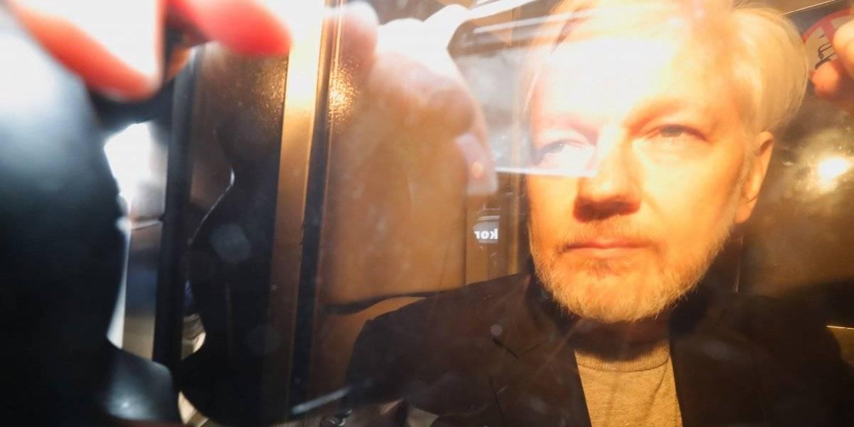 Assange, condenado a casi un año de cárcel por violar libertad condicional en Londres