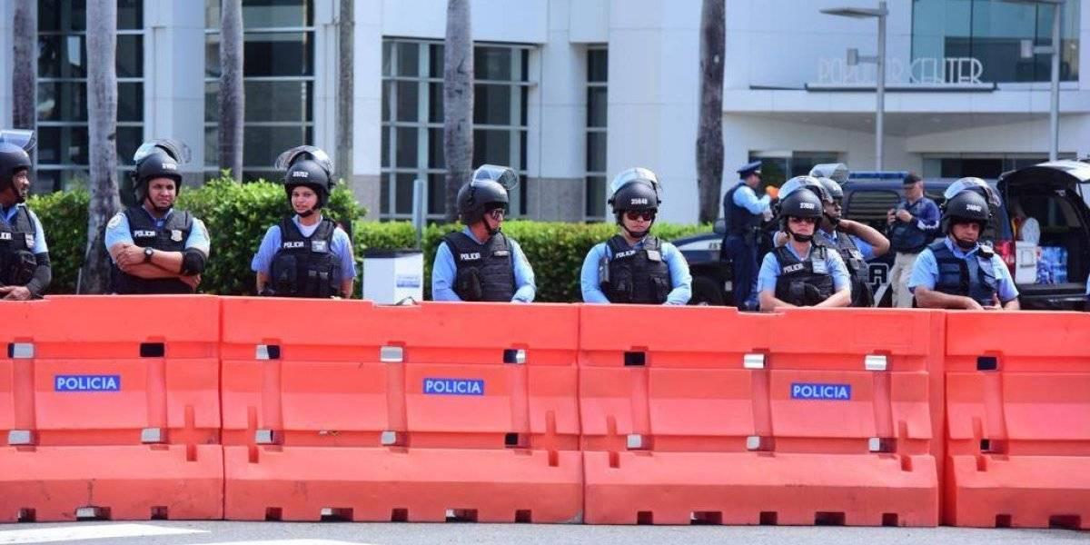 Manifestantes piden que se remuevan vayas de seguridad en la Milla de Oro