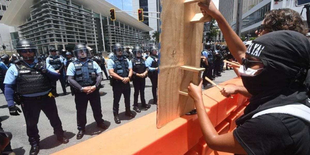 Presentan querella por daños a vallas de contención en manifestaciones