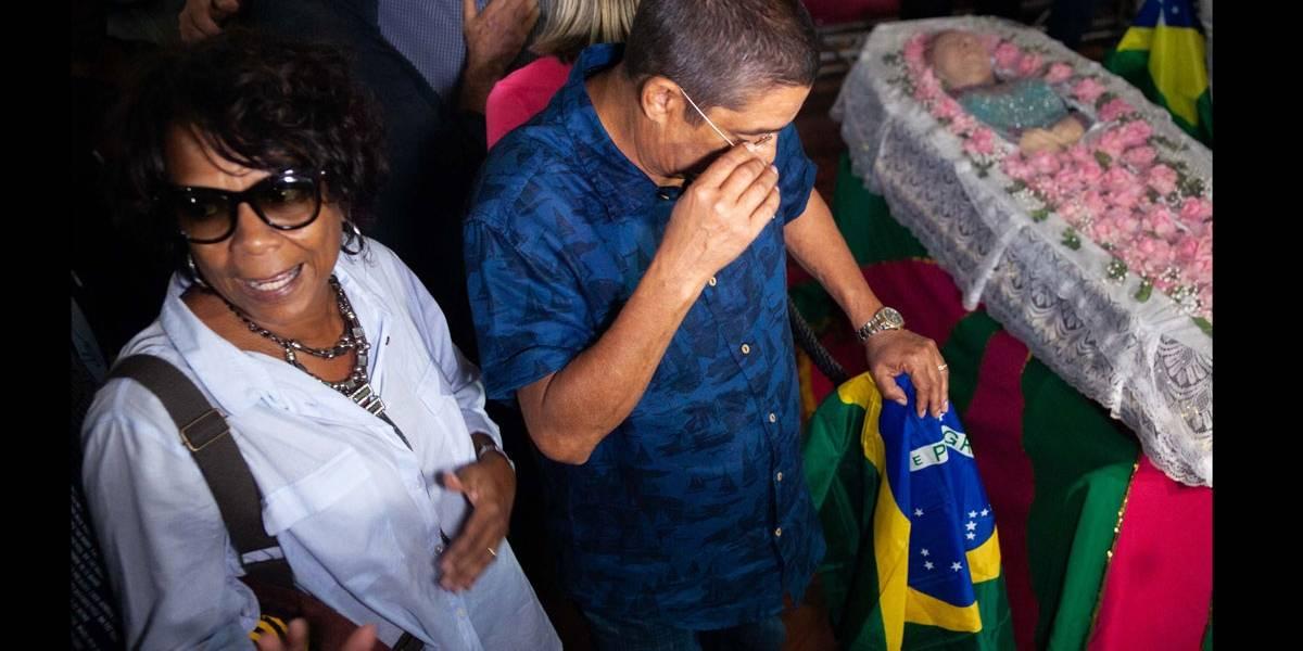 Ao som de sucessos, fãs e amigos se despedem de Beth Carvalho