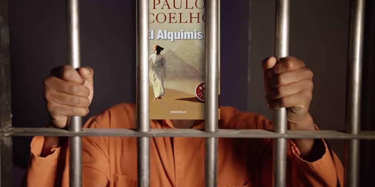"""No es broma: Sentencian a dos ladrones en Perú a leer """"El Alquimista"""" de Paulo Coelho"""