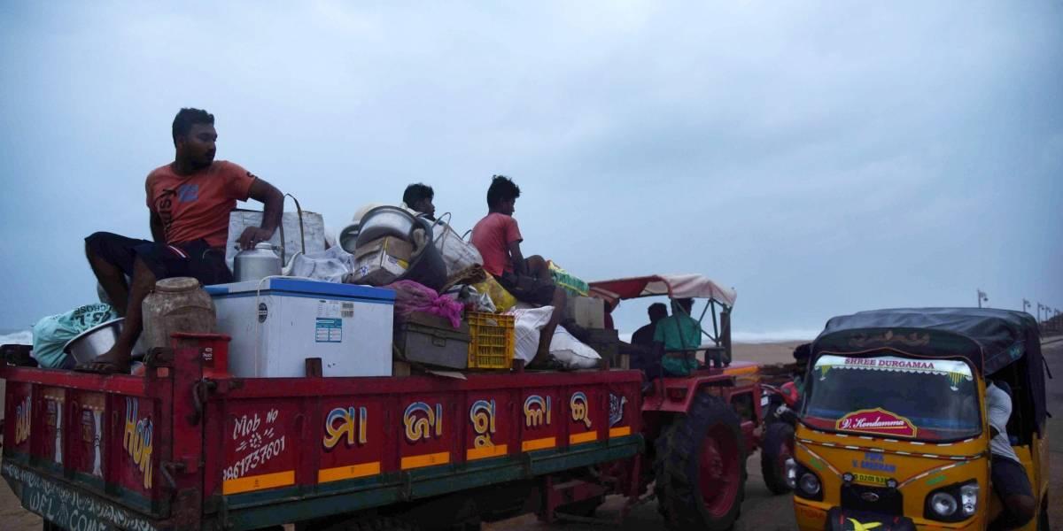 Índia evacua 800 mil pessoas por passagem do ciclone Fani