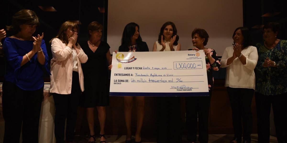 Entregan fondos de la Carrera Arcoiris a la Fundación Ayuvi