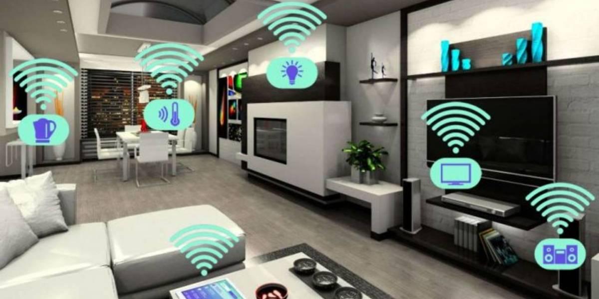 """Casa inteligente: Aspiradora robot te permite """"vigilarla"""" mientras limpia"""