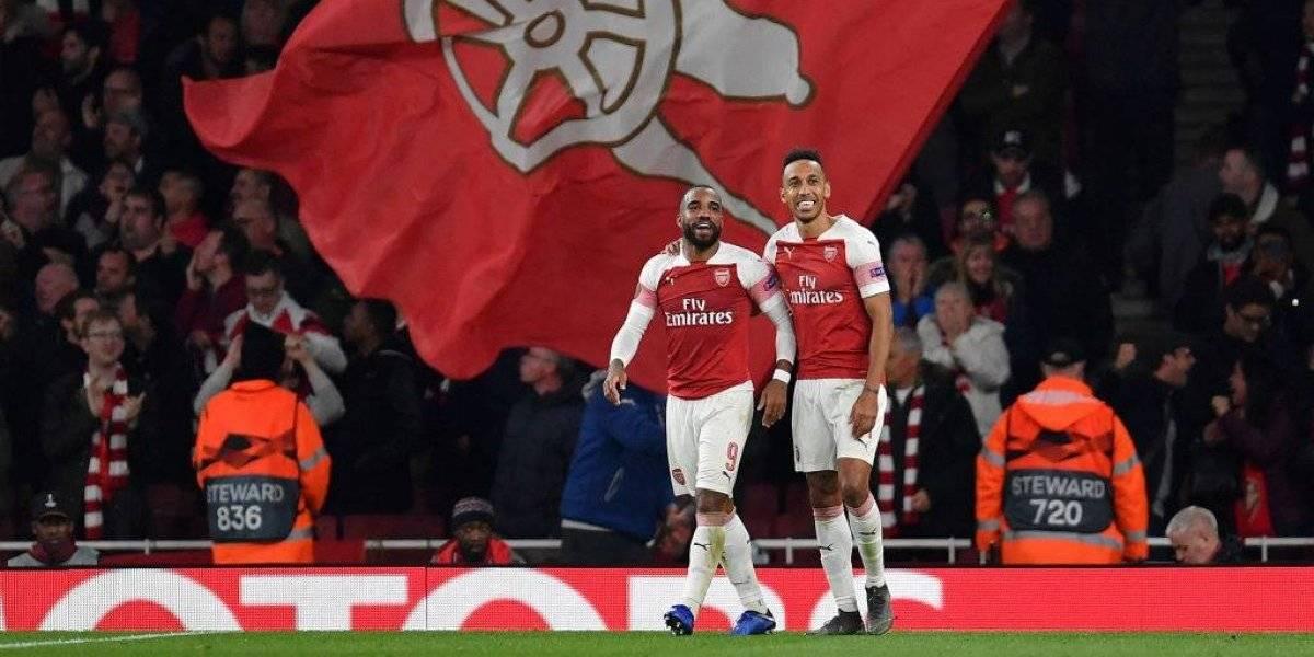 Arsenal toma ventaja; Chelsea rescata empata en la Europa League