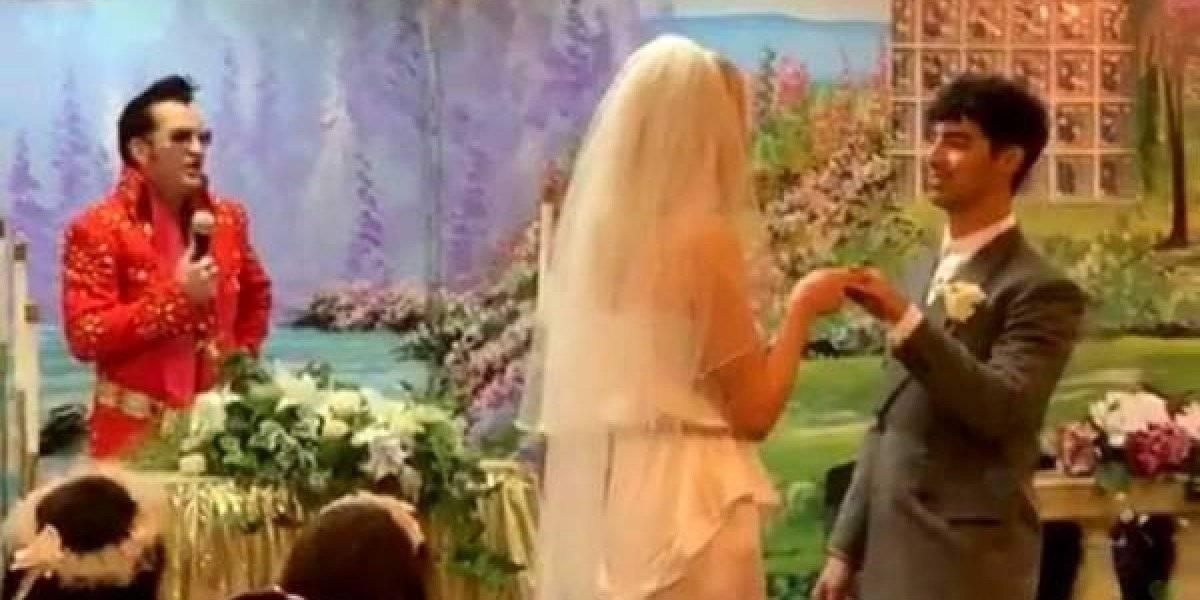 Así se vivió la boda entre Joe Jonas y Sophie Turner: los anillos fueron de caramelo y los casó un doble de Elvis Presley