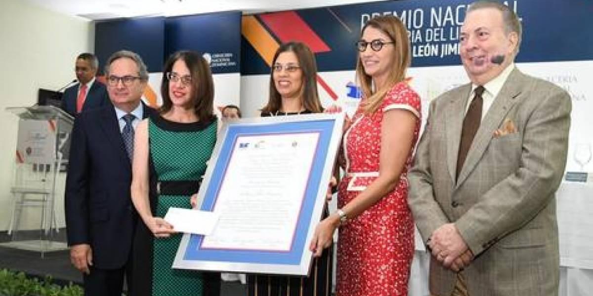 "Escritor Guillermo Piña Contreras ganó ""Premio Feria del Libro 2019"""