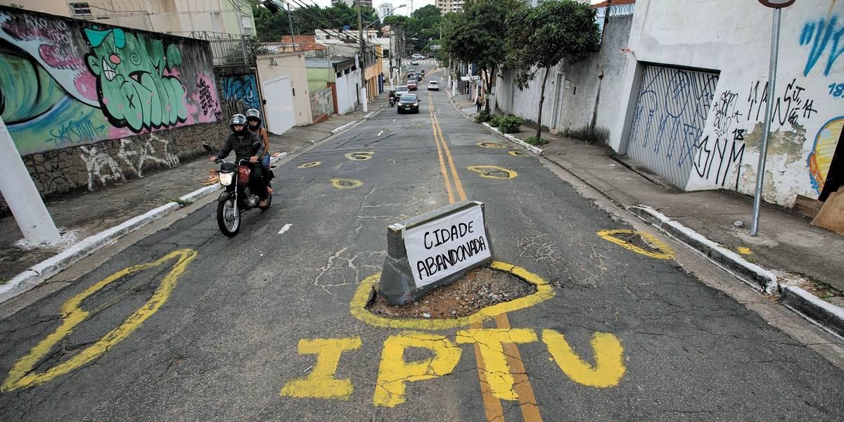 Buracos de rua: moradores da zona sul agem na ausência de zeladoria