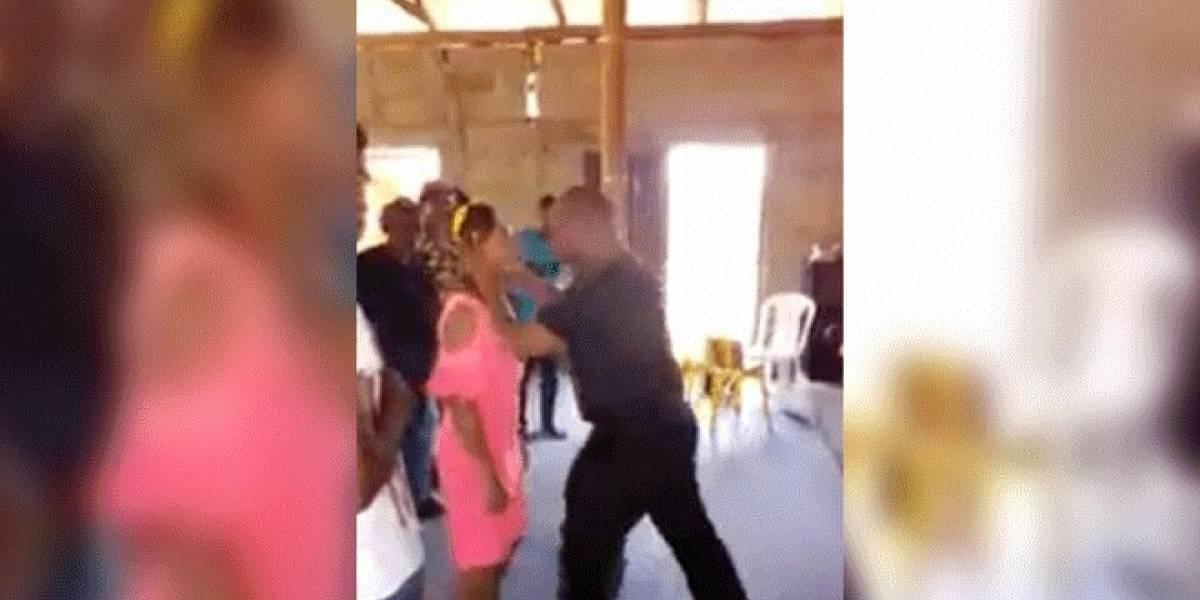 "VIDEO: En medio de ritual pastor besa a joven para ""exorcizar sus demonios"""