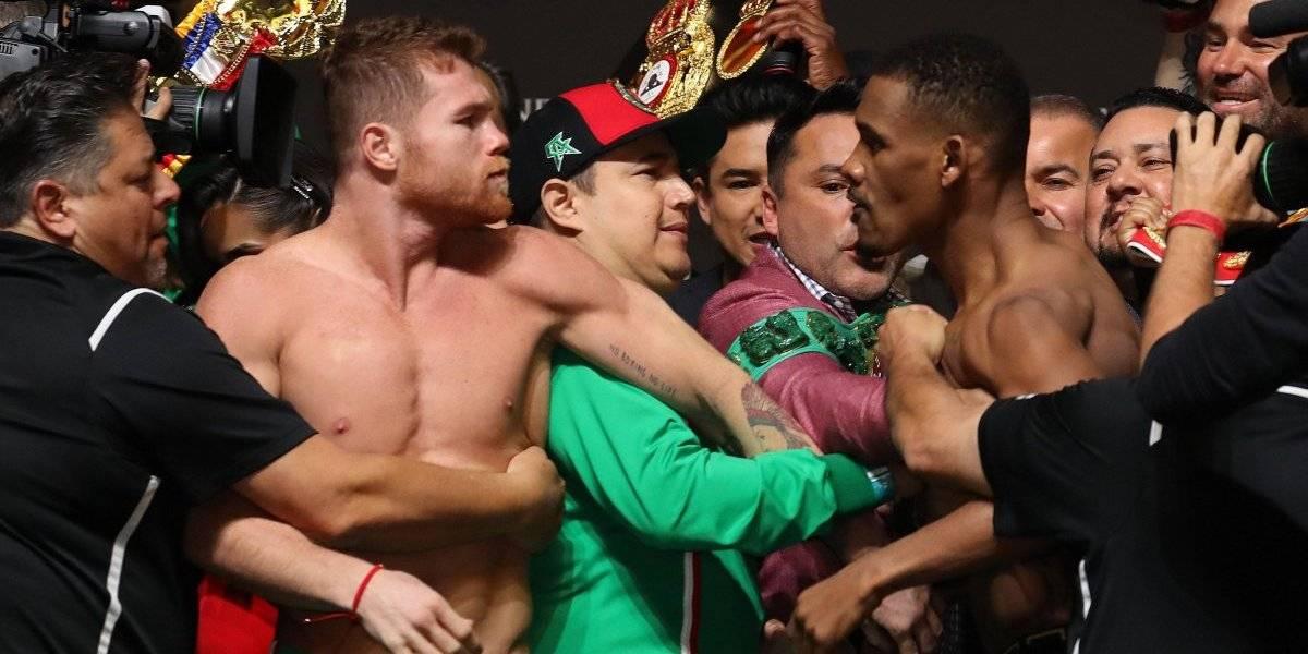 VIDEO: Canelo y Jacobs se 'calientan' en ceremonia de pesaje