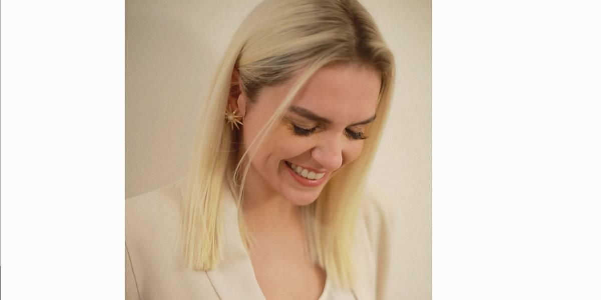 Loira para novela, Monica Iozzi pensa em raspar cabelo após gravações