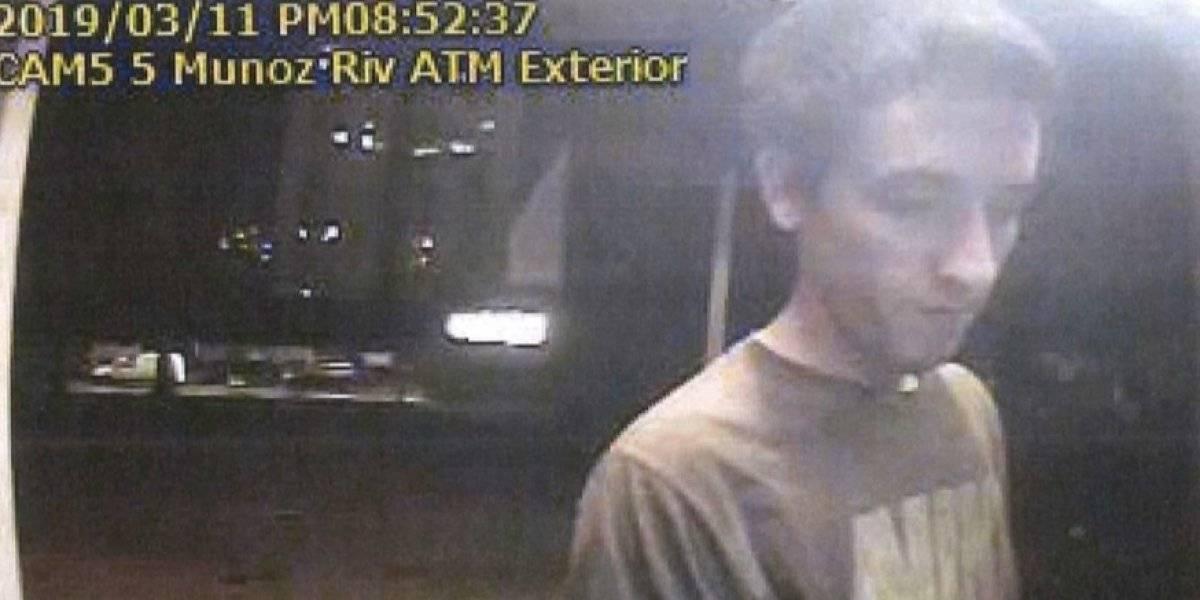Buscan hombre por retirar dinero con tarjeta robada