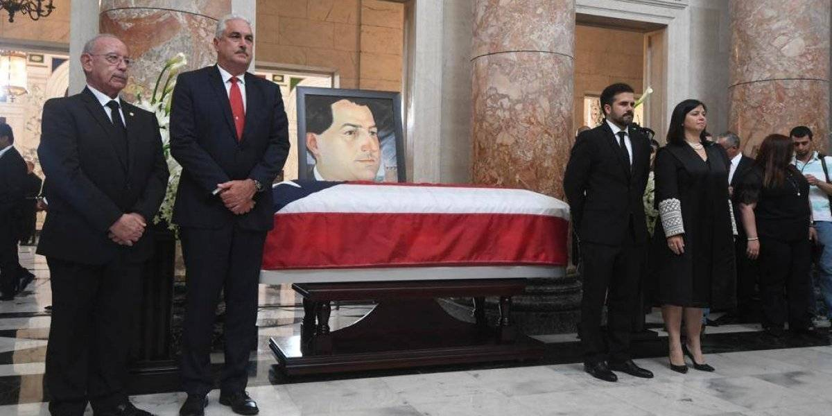Rinden honores a Hernández Colón en El Capitolio