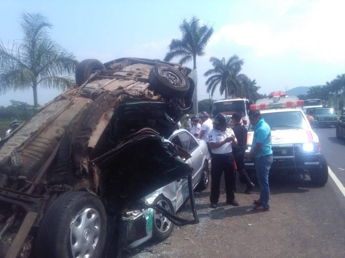 Accidente de tránsito en la autopista Palín-Escuintla. Foto: Bomberos Voluntarios