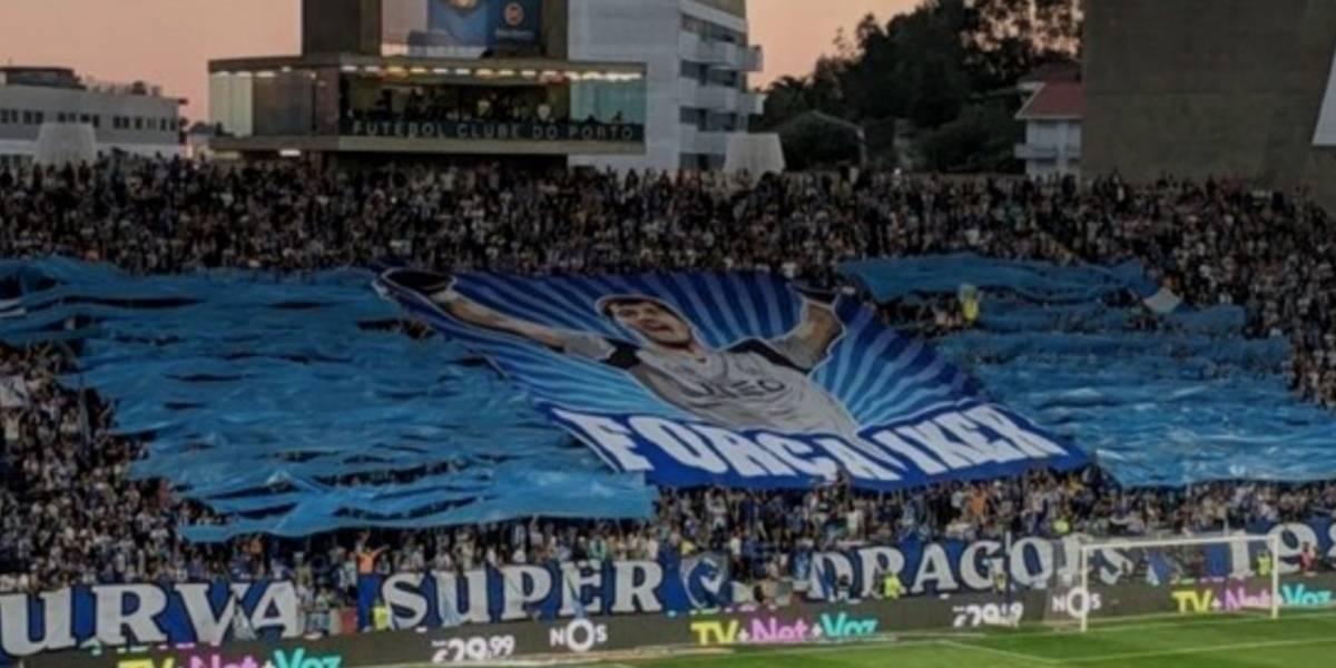 Afición del Porto rinde homenaje a Iker Casillas con espectacular mosaico