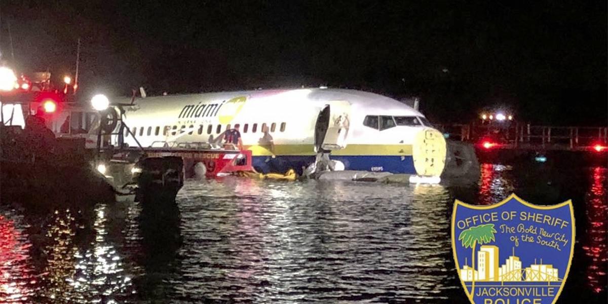 Siguió de largo: avión termina en un río al final de la pista de aterrizaje en Florida