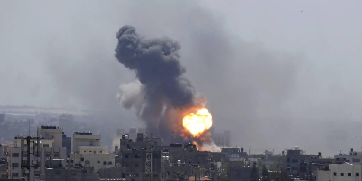 Israel ataca instalaciones de Hamás en Gaza por disparos de cohetes