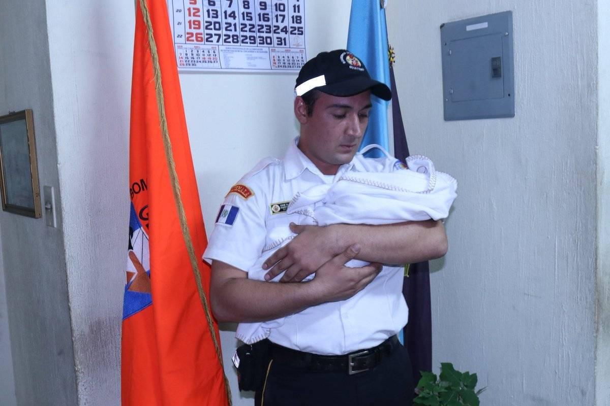 Bebé fue abandonado. Foto: Bomberos Voluntarios