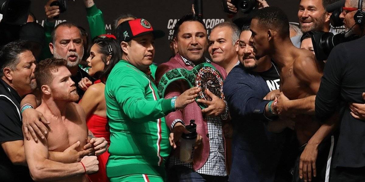 """Boxeo: ardiente pesaje entre """"Canelo"""" Álvarez y Jacobs con intento de agresión"""
