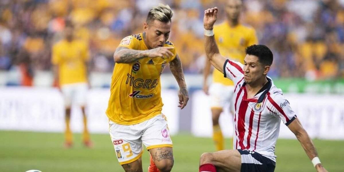 Eduardo Vargas fue titular en triunfo de Tigres sobre Chivas