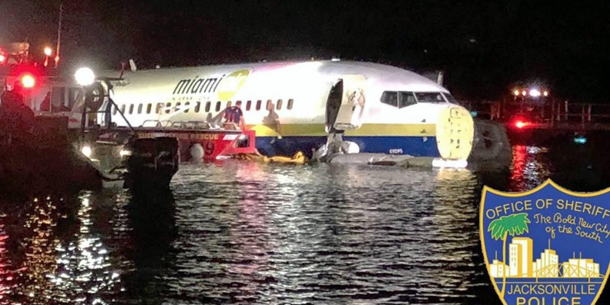 Avión con 143 personas a bordo cae en río en Florida