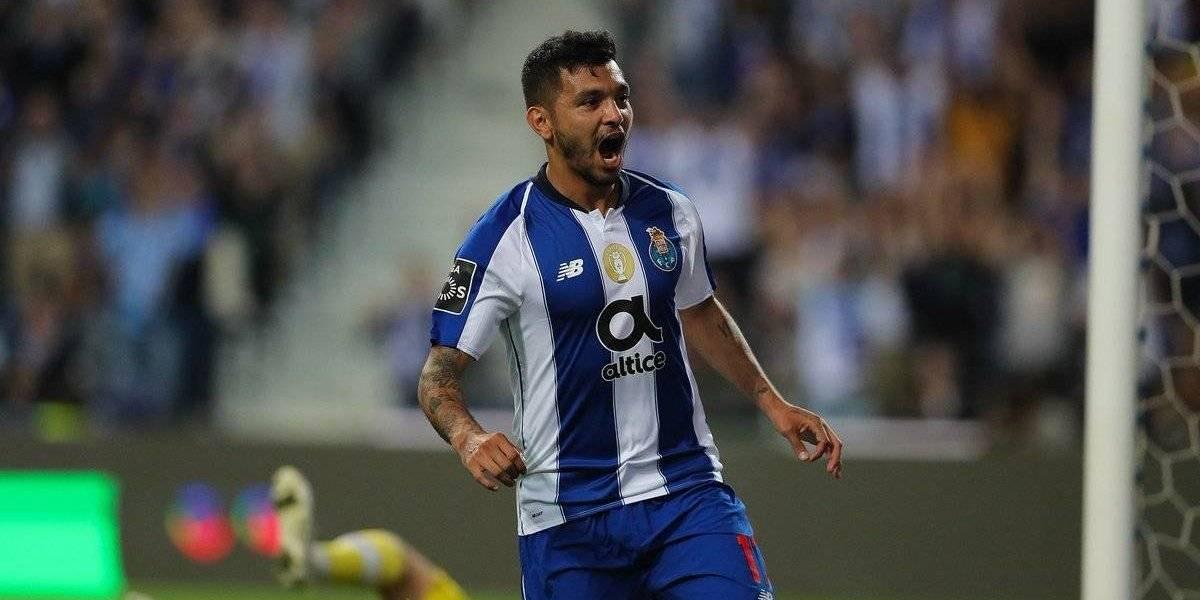 'Tecatito' anota y el Porto mantiene reñida pelea por la liga
