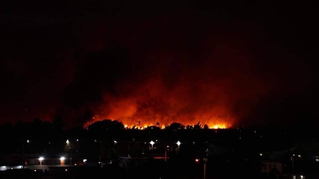 Foto: Fuego forestal en Sabana Seca, Toa Baja Julián Delgado