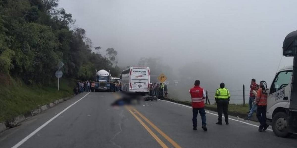 Motociclista murió trágicamente al intentar pasar un camión y perder el control