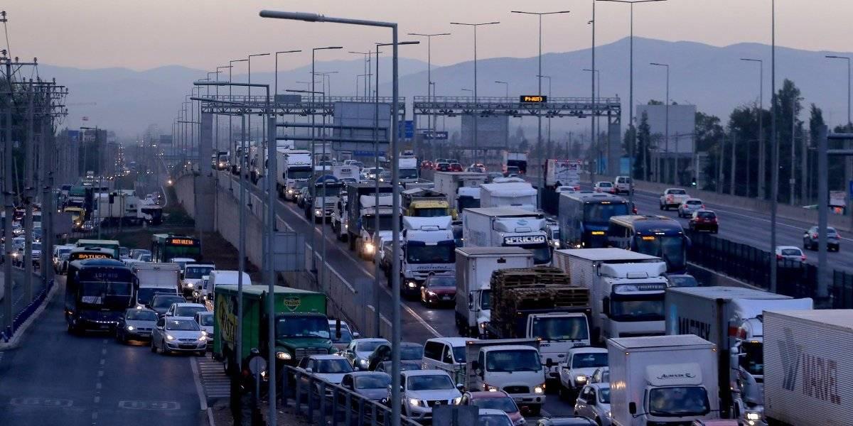 """Experto inglés en transporte apunta a un futuro sustentable: """"Para las nuevas generaciones el auto ya no es un símbolo de estatus o adultez"""""""