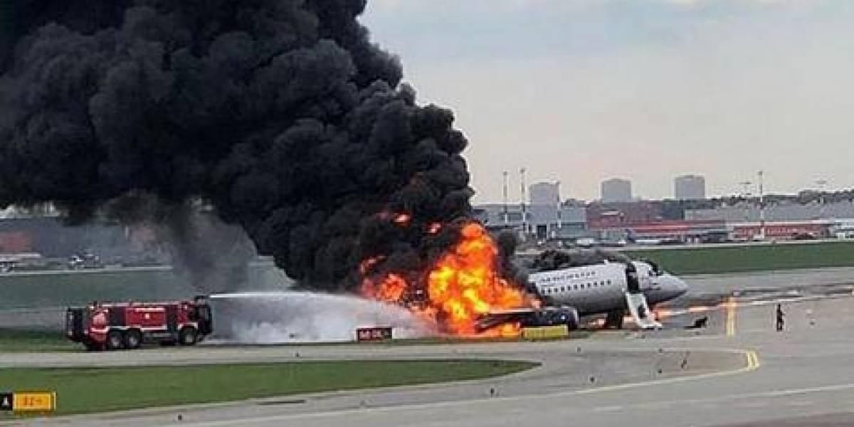Avión aterriza tras impacto de un rayo: 13 muertos