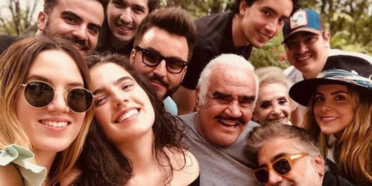 Vicente Fernández muestra sus mejores pasos en familia