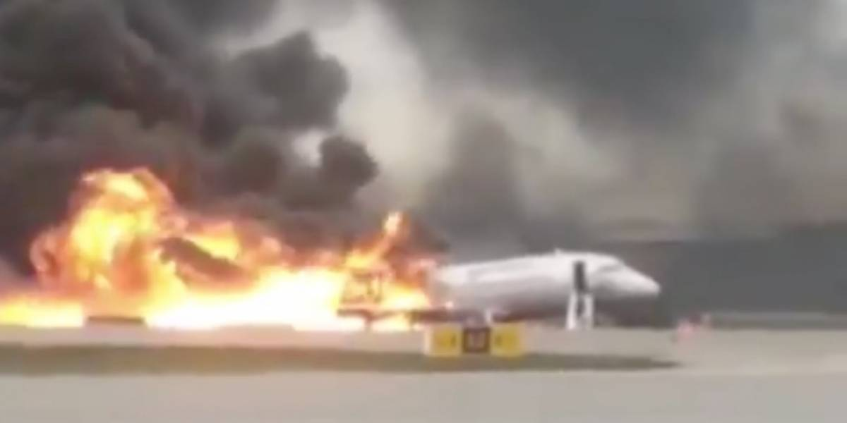 El infierno en Sheremetyevo: las impactantes imágenes de un avión que se incendia durante aterrizaje de emergencia en Rusia