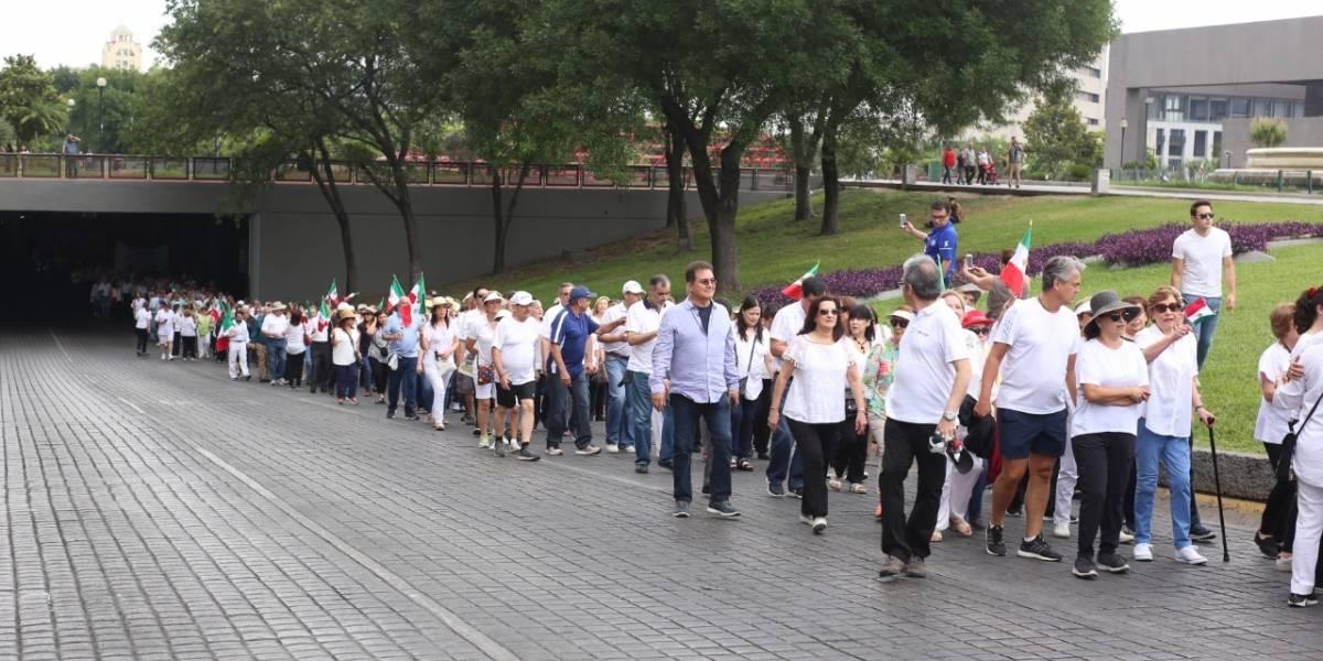 Marchan contra AMLO en Monterrey
