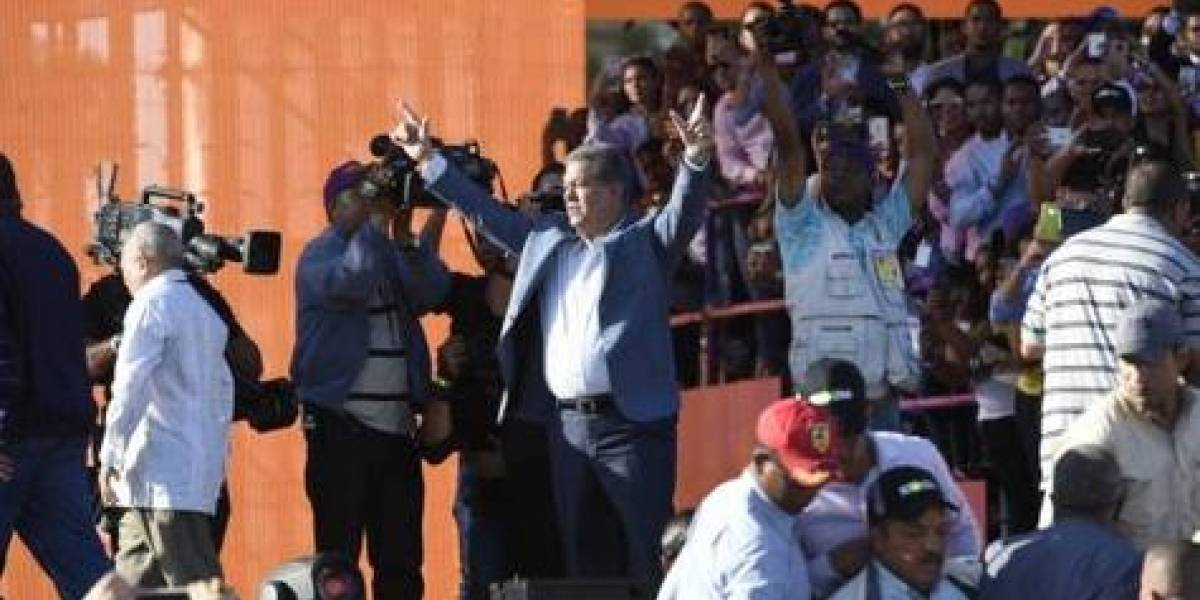 Leonel ataca la reelección en su acto de campaña