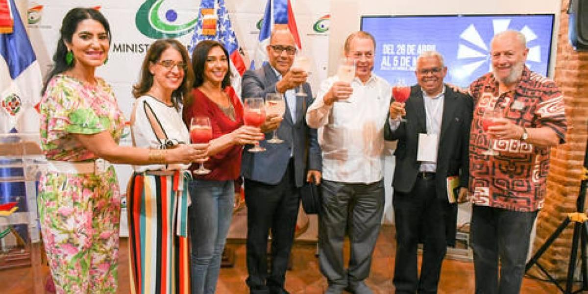 """Ministro de Cultura afirma """"Feria del Libro seguirá en la Ciudad Colonial"""""""