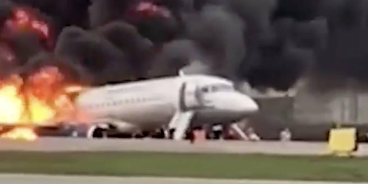 (Video) Avión con pasajeros se incendia al aterrizar y deja por los menos 41 personas sin vida