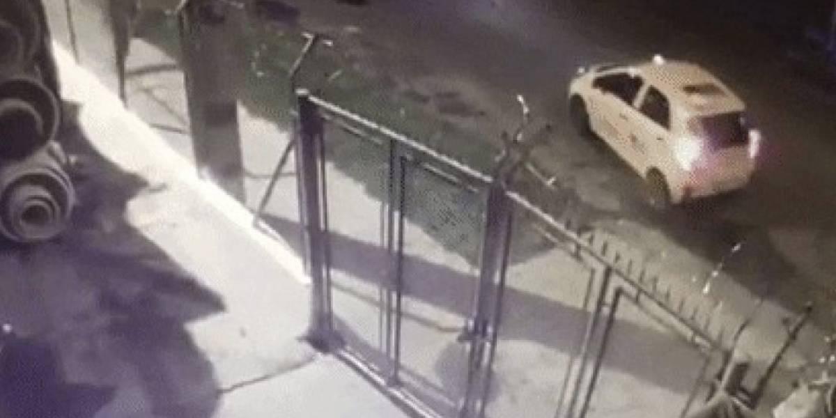 Le dan cárcel a taxista que atropelló a dos jóvenes que lo habrían robado