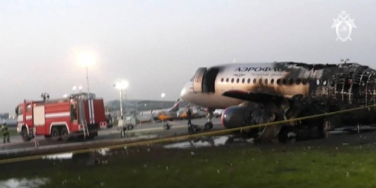 VÍDEO: um passageiro filmou o pouso do avião russo que pegou fogo deixando 41 mortos