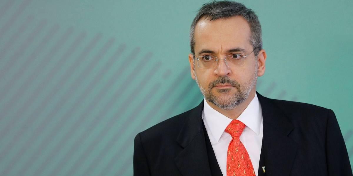 Enquanto atos estouram nas ruas, ministro Weintraub presta esclarecimentos na Câmara; acompanhe ao vivo