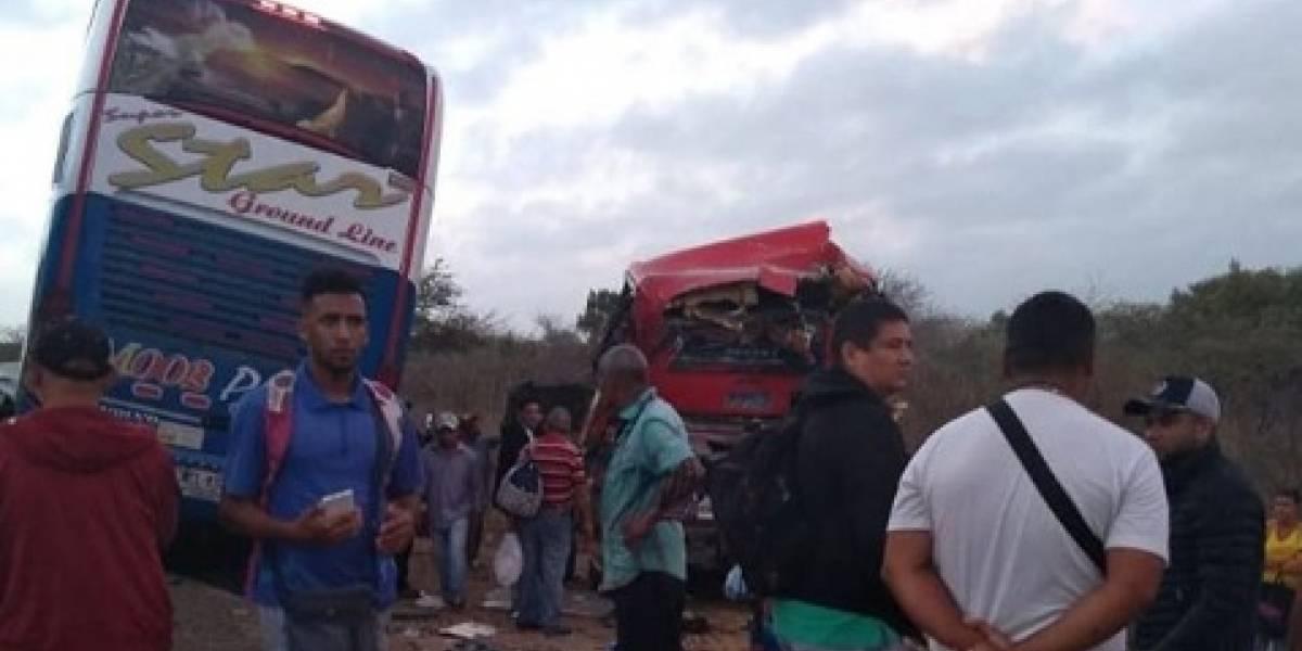 Estrepitoso choque de cuatro buses dejó como saldo dos muertos