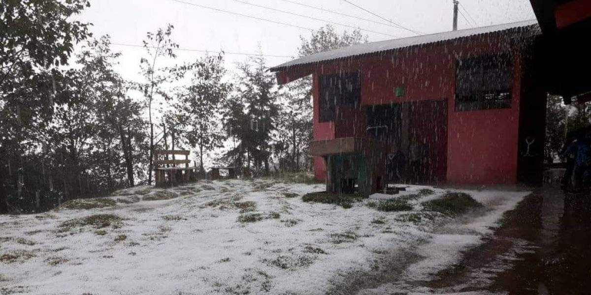 EN IMÁGENES: Caída de granizo sorprende a pobladores de dos departamentos
