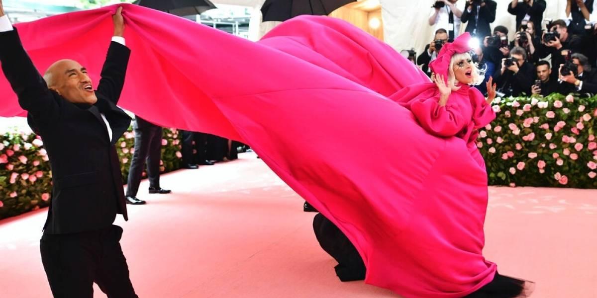 Met Gala deslumbra con las tendencias excéntricas de la moda y las personalidades en la pasarela