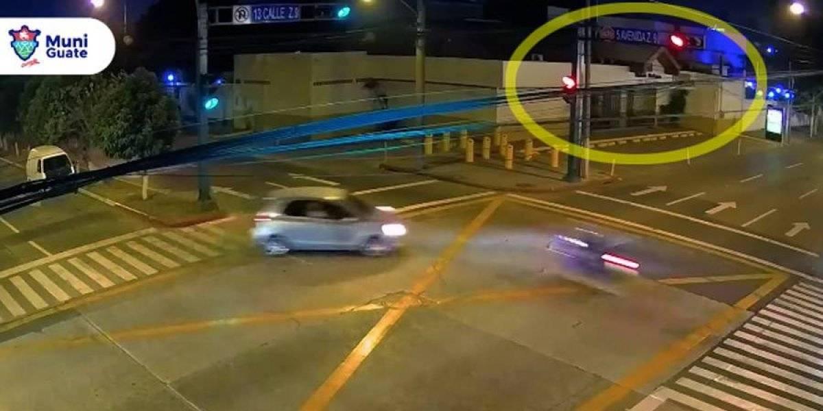 VIDEO. Motociclista sufre violento choque en la zona 9